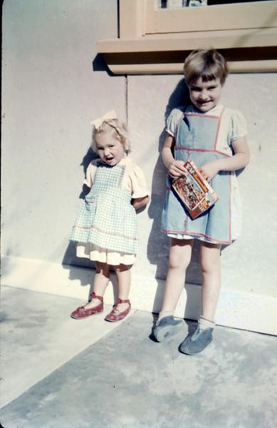 1961-4-9 (32) Margaret & Dawn Evans.JPG