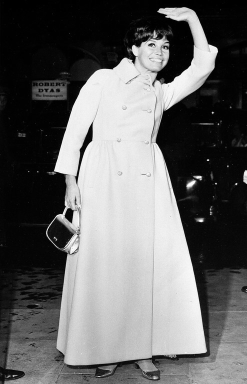 ". Actress Mary Tyler Moore, better known as Laura Petrie of ""The Dick Van Dyke Show,\"" waves to the crowd as she arrives for the premiere of \""Thoroughly Modern Millie\"" at the Odeon St. Martin\'s Lane in London, Oct. 12, 1967. (AP Photo/Laurence Harris)"