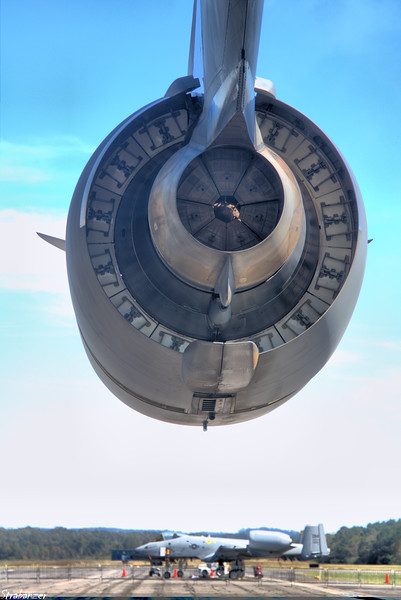 Boeing C-17A Globemaster III   09-9207 engine with thrust-reverser 