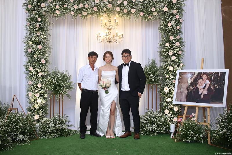 Vy-Cuong-wedding-instant-print-photo-booth-in-Bien-Hoa-Chup-hinh-lay-lien-Tiec-cuoi-tai-Bien-Hoa-WefieBox-Photobooth-Vietnam-121.jpg