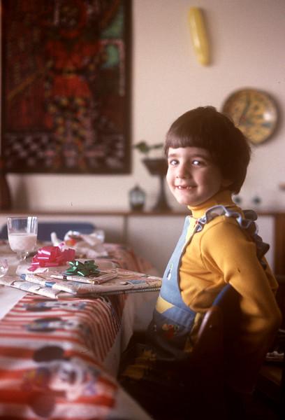 1976-01 Bonnie On Birthday.jpg