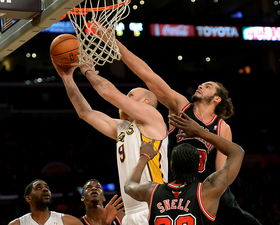 . Los Angeles Lakers\' Chris Kaman get a basket against Chicago Bulls\' Joakim Noah (13) and Tony Snell (20) in the NBA basketball game at Staples Center in Los Angeles, CA. on Sunday, February 9, 2014. (Photo by Sean Hiller/ Daily Breeze).