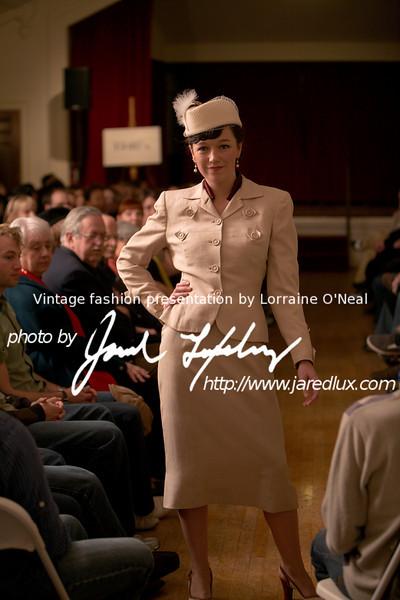 vintage_fashion_show_09_f2174024.jpg