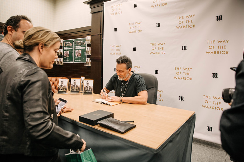 2019_2_28_TWOTW_BookSigning_SP_133.jpg