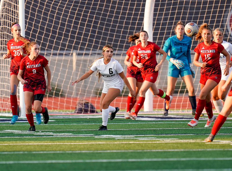 CCHS-vsoccer-pineview0340.jpg