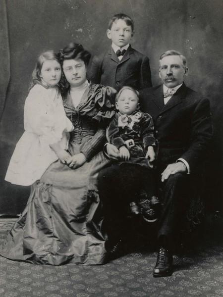 JB128.  Marjorie, Jessamine, Art, Lee & Joseph Arthur Burgum.jpg