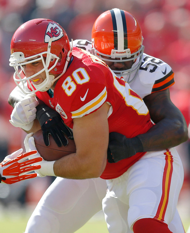. Kansas City Chiefs tight end Anthony Fasano (80) is tackled by Cleveland Browns inside linebacker D\'Qwell Jackson (52) during the first half of an NFL football game in Kansas City, Mo., Sunday, Oct. 27, 2013. (AP Photo/Ed Zurga)