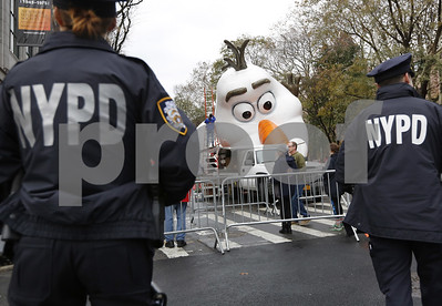 in-terrorwary-new-york-city-security-tight-for-thanksgiving-parade