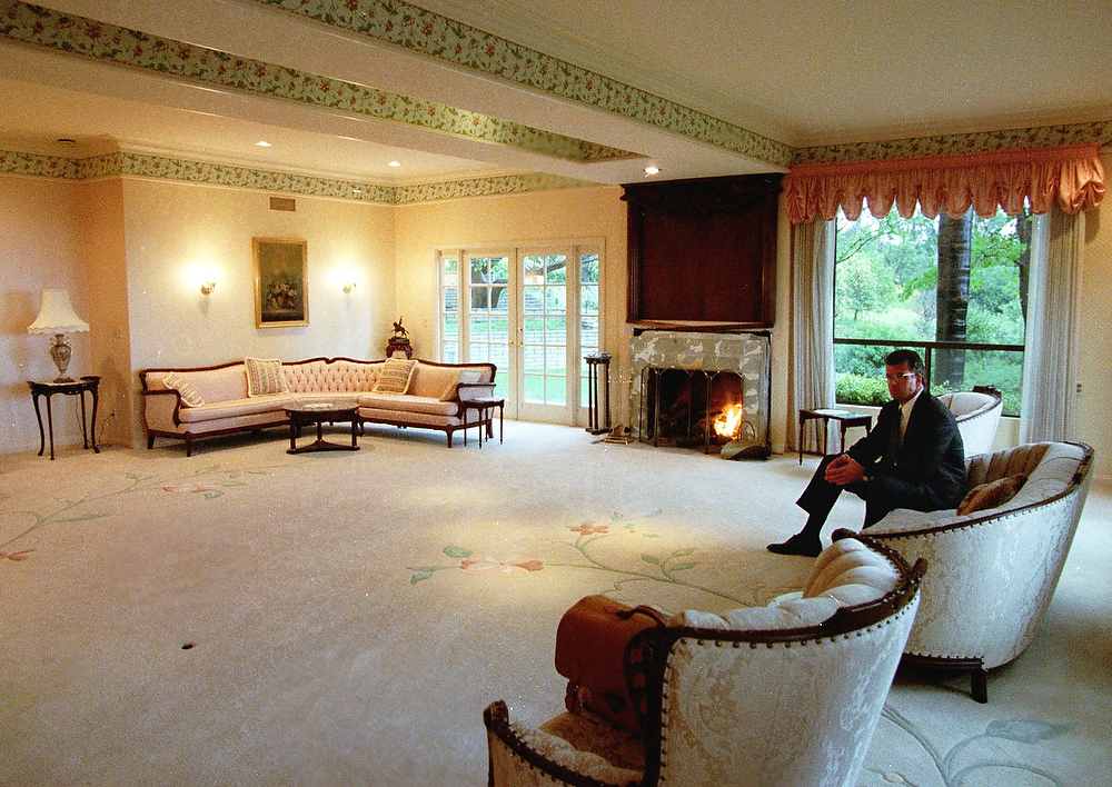 ". Real estate consultant Chris Coburn sits Wednesday, March 25, 1998, in the living room of the house in Rancho Santa Fe, Calif., where 39 people in the Heaven\'s Gate cult committed suicide on March 26, 1997. After it was reported there was an object trailing the comet Halle-Bopp the group took it as a sign aliens had come for them and they had to abandon their ""vehicles\"" or bodies to be reunited with the aliens and saved from armageddon. The multi-million-dollar house remains on the real estate market.  (AP Photo/Denis Poroy)"