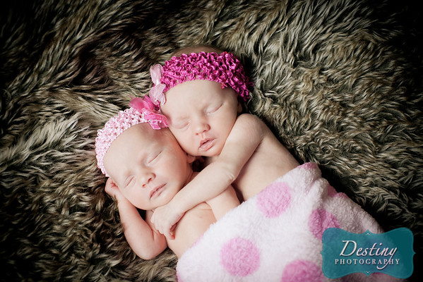 Kailey and Kinley's Newborn Pix