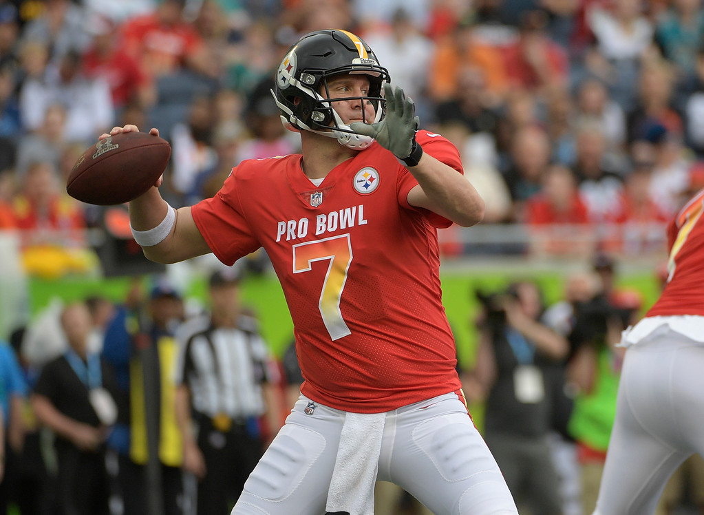 . AFC quarterback Ben Roethlisberger (7), of the Pittsburgh Steelers, looks to pass, during the first half of the NFL Pro Bowl football game against the NFC, Sunday, Jan. 28, 2018, in Orlando, Fla. (AP Photo/Phelan M Ebenhack)