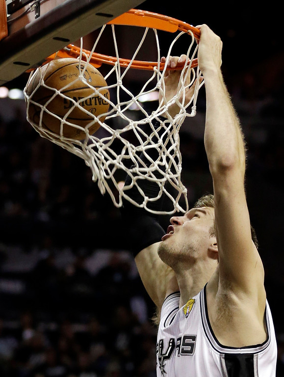 . San Antonio Spurs\' Tiago Splitter (22), of Brazil, dunks against the Miami Heat during the first half at Game 3 of the NBA Finals basketball series, Tuesday, June 11, 2013, in San Antonio. (AP Photo/Eric Gay)