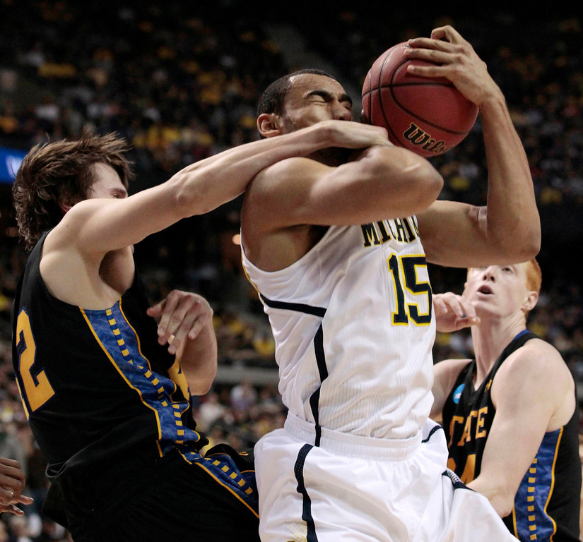 . Michigan Wolverines\' Jon Horford (R) fights for a rebound with South Dakota State Jackrabbits\' Jordan Dykstra during the second half of their second round NCAA tournament basketball game in Auburn Hills, Michigan March 21, 2013.  REUTERS/ Jeff Kowalsky