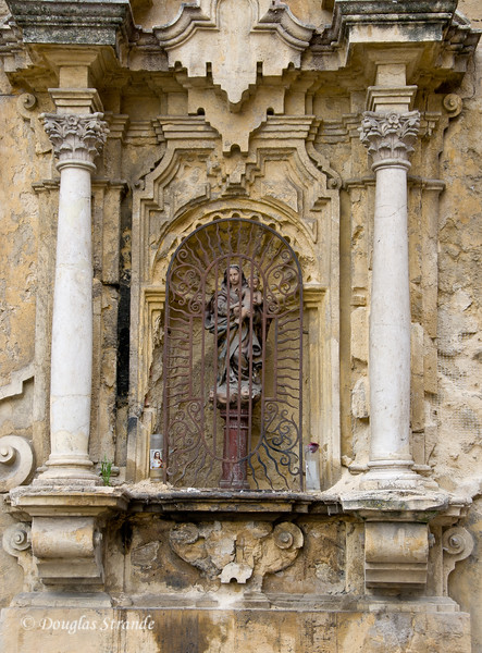 Thur 3/10 in Cordoba: Small statue on an outside wall