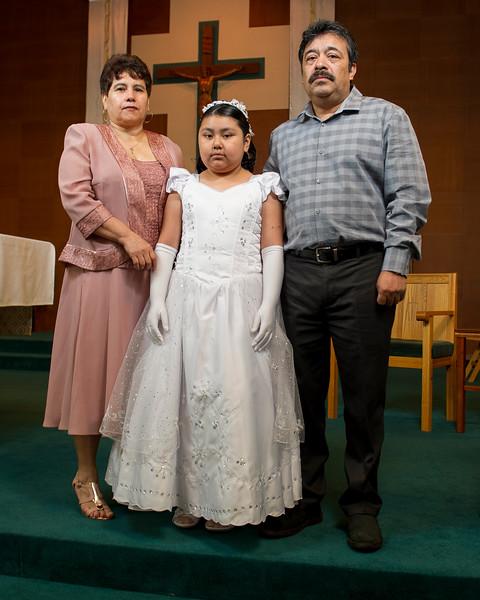Communion Hispanic-9013-19 8X10.JPG