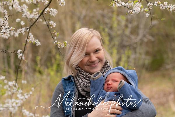 Äitienpäivä, korona, robotti-imuri ja lapsenlapsi