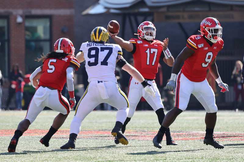 Maryland QB Josh Jackson passes the ball under pressure from Michigan DE Aiden Hutchinson.