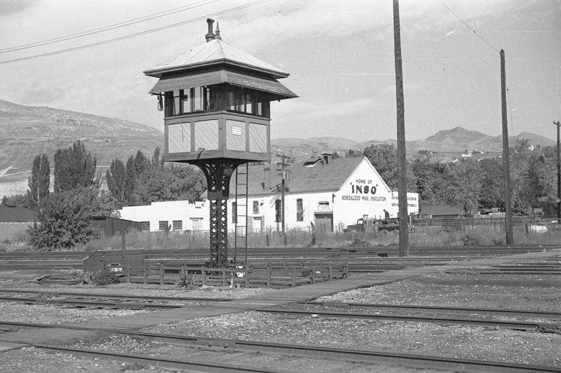 UP-crossing-tower_Salt-Lake-City_Oct-5-1947_002_Emil-Albrecht-photo-230-rescan.jpg