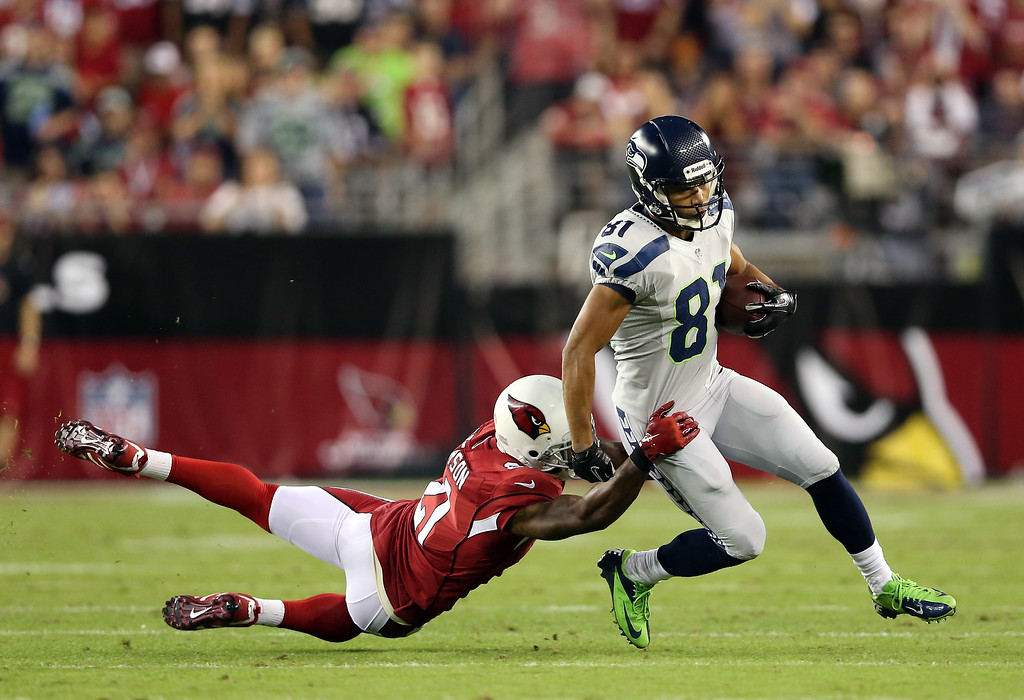 . GLENDALE, AZ - OCTOBER 17: Wide receiver Golden Tate #81 of the Seattle Seahawks makes a catch for a first down against the Arizona Cardinals during a game at the University of Phoenix Stadium on October 17, 2013 in Glendale, Arizona.  (Photo by Christian Petersen/Getty Images)