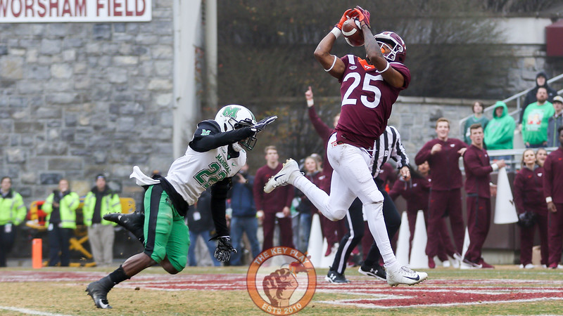 WR Tre Turner hauls in a touchdown grab in the second quarter to put Virginia Tech up 17-6. (Mark Umansky/TheKeyPlay.com)