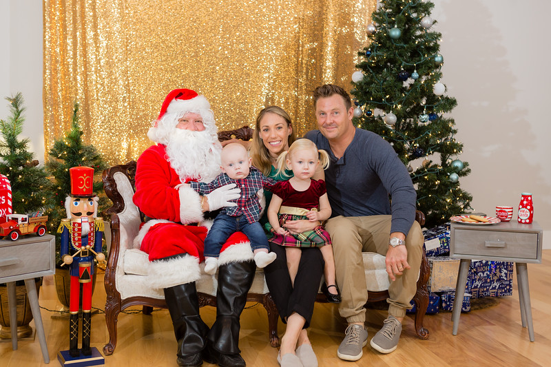 FADS Picture with Santa-216.jpg
