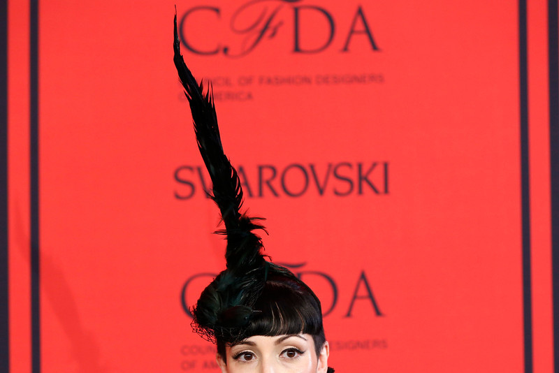 . A guest arrives at the 2013 Council of Fashion Designers of America (CFDA) awards in New York June 3, 2013.  REUTERS/Lucas Jackson
