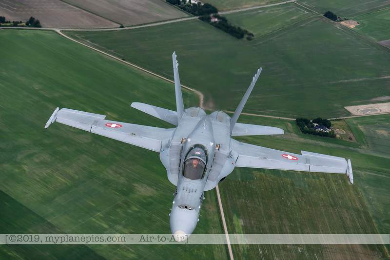 F20180609a112614_2143-F-18A Hornet-J-5020-Suisse-Demo-a2a-Aalborg,Danemark.JPG