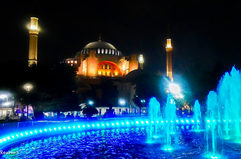 Night view fountain  Mosque.jpg