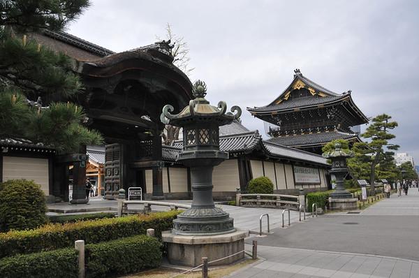 Higashi Hongan-ji Temple & Shosei-en Gardens