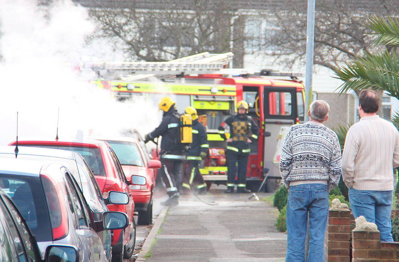 HAMPSHIRE FIRE FIGTHERS FROM FAREHAM TACKLE CAR FIRE AT HORTON ROAD GOSPORT THIS AFTERNOON