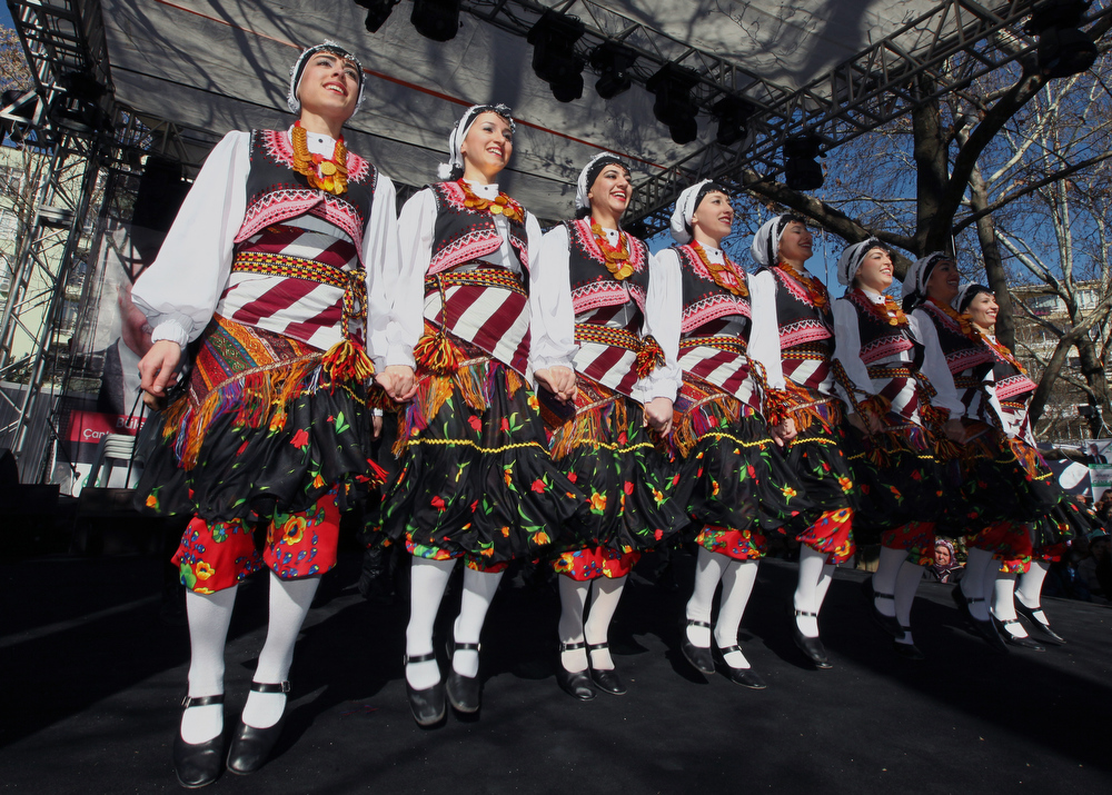 Description of . Young Turkish women dance joining the One Billion Rising movement, a worldwide rally to call for the end to violence against women and girls, in Ankara, Turkey, Thursday, Feb. 14, 2013.(AP Photo/Burhan Ozbilici)
