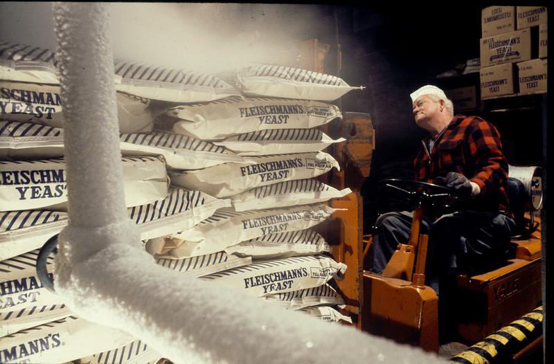 060124   1 Cold Room Forklift