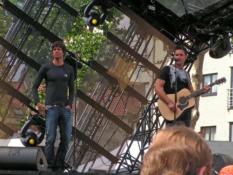 Het Volendamse zangduo Nick & Simon, nieuwste single 'Lippen Op De Mijne'...