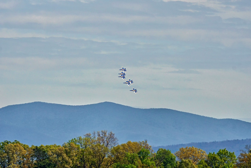 DSC02896-blue angels flying over smokies.jpg