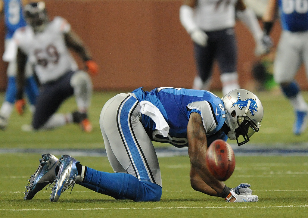 . Detroit Lions wide receiver Calvin Johnson (81) is unable to haul in a catch against Chicago during first quarter action.  The Bears beat the Lions, 26-24.  Photo taken on Sunday, December 30, 2012, at Ford Field in Detroit, Mich.  (Special to The Oakland Press/Jose Juarez)
