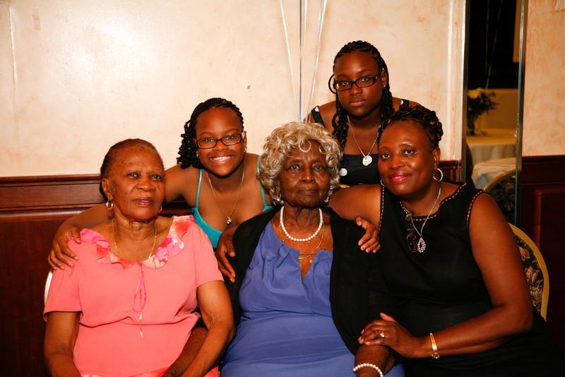 Edouard Family Reunion-3634.jpg