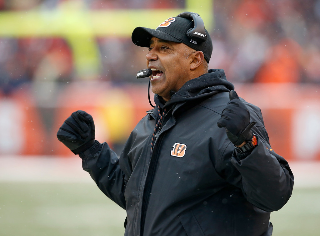 . Cincinnati Bengals head coach Marvin Lewis reacts in the second half of an NFL football game against the Cleveland Browns, Sunday, Dec. 11, 2016, in Cleveland. (AP Photo/Ron Schwane)