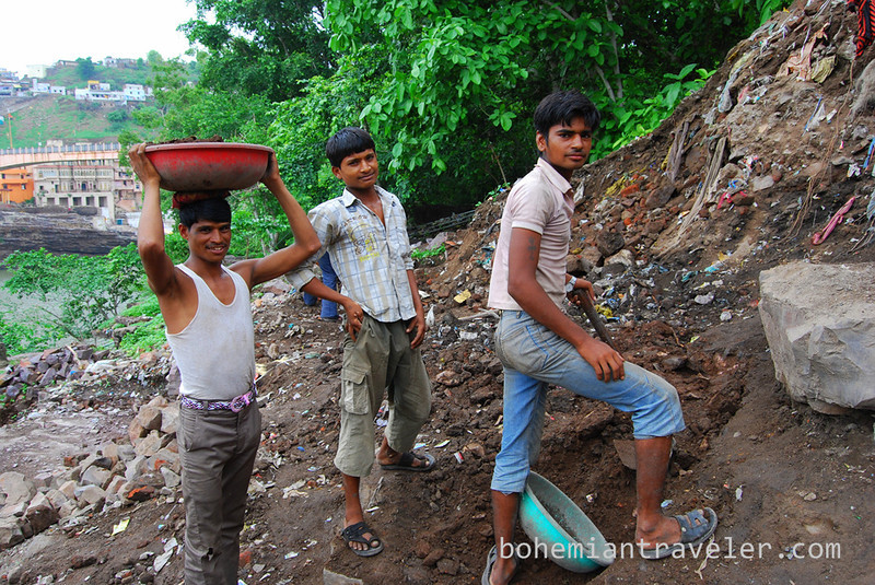 workers in Omkareshwar (2).jpg
