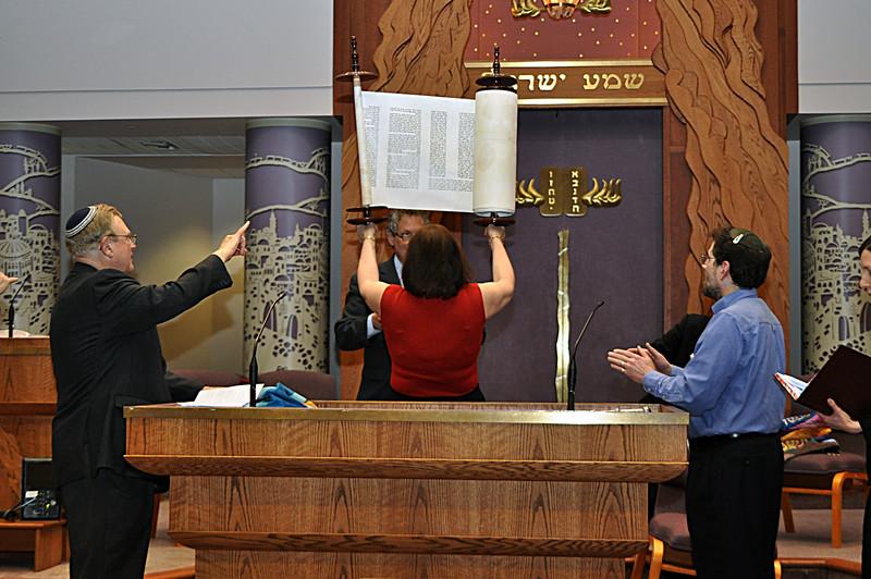 Julia Pitkin-Shantz lifts the new Torah scroll (photo by Sam Backman)