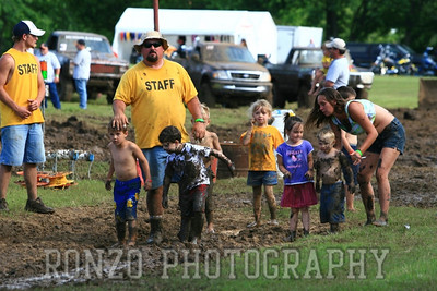 Fans of the Mud Run June 2nd 2007 Caney KS