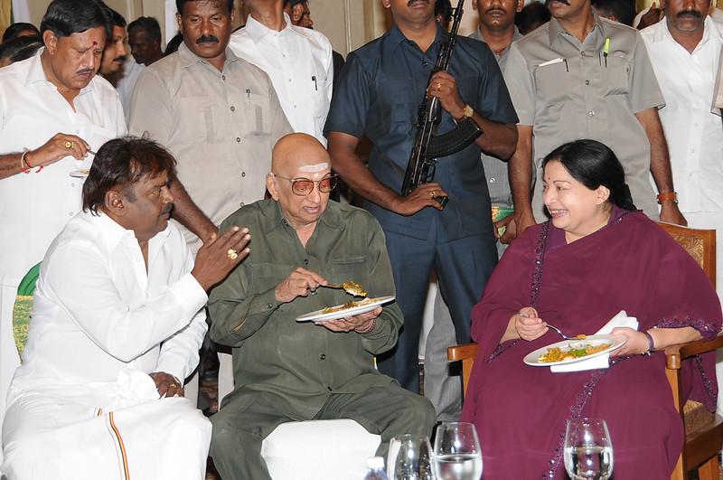 Vijayakanth Meets Tamilnadu CM Jayalalitha photos 006.JPG