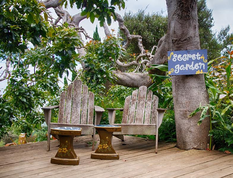 The secret garden ...giving me ideas for the backyard
