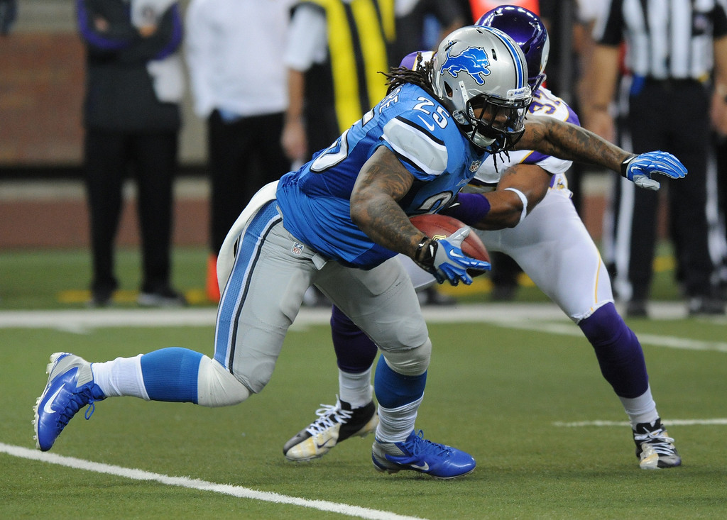 . Detroit Lions running back Mikel Leshoure runs for yardage against the Minnesota Vikings during first quarter action.  Photo taken on Sunday, September 30, 2012, at Ford Field in Detroit, Mich.  (Special to The Oakland Press/Jose Juarez)