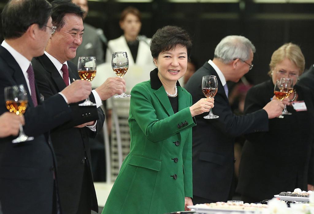 . South Korea\'s new President Park Geun-hye, center, raises a glass in toast during the Presidential Inaugural Reception in Seoul, South Korea, Monday, Feb. 25, 2013.  (AP Photo/Yonhap, Ahn Jung-hwan)