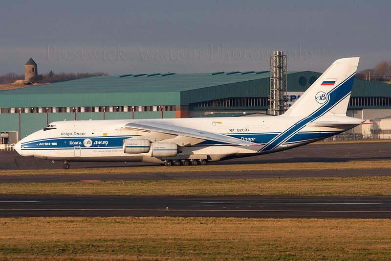 RA-82081. Antonov An-124-100 Ruslan. Volga Dnepr Airlines. Prestwick. 281208.