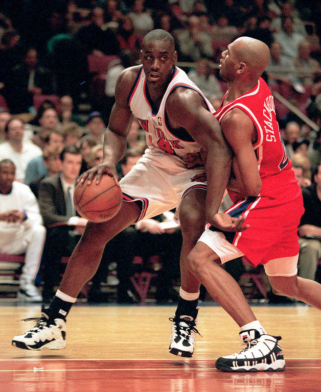 . FILE - In this March 16, 1996 file photo, New York Knicks forward Anthony Mason, left, battles the defense of Philadelphia 76ers guard Jerry Stackhouse during first half of an NBA basketball game in New York. The New York Knicks spokesman Jonathan Supranowitz confirmed Saturday, Feb. 28, 2015 that Mason, a rugged power forward who was a defensive force for several NBA teams in the 1990s, has died. He was 48.  (AP Photo/Kevin Larkin)