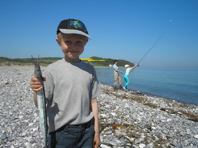 Sofus med sin første hornfisk, Jernhatten maj 2008