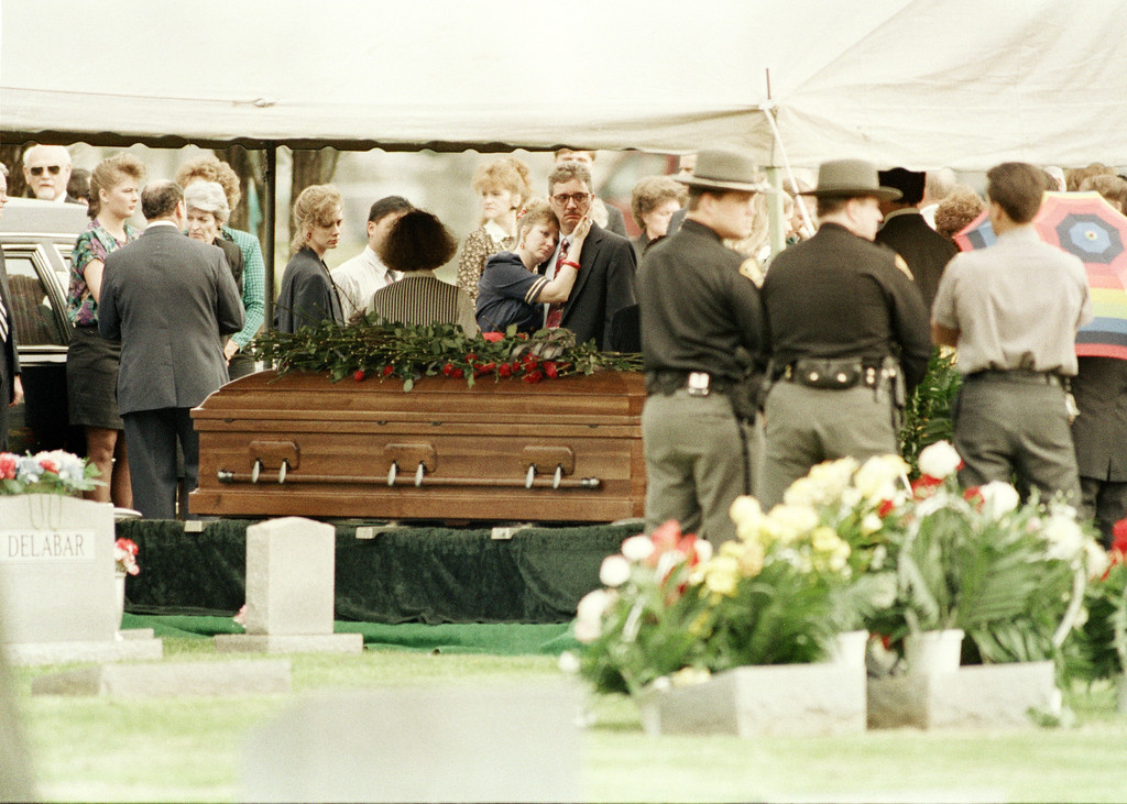 . Mourners gather at the casket of prison guard Robert Vallandingham in Portsmouth, Ohio, April 19, 1993. Vallandingham was killed during a prison riot at the Southern Ohio Correctional Facility in Lucasville, Ohio. About 450 inmates have held a cellblock since April 11, when the rioting first broke out. (AP Photo/Al Behrman)