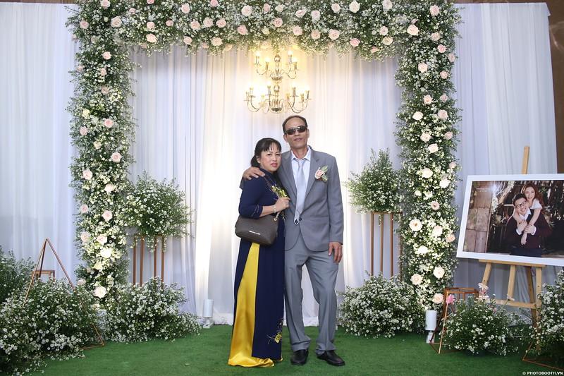 Vy-Cuong-wedding-instant-print-photo-booth-in-Bien-Hoa-Chup-hinh-lay-lien-Tiec-cuoi-tai-Bien-Hoa-WefieBox-Photobooth-Vietnam-055.jpg