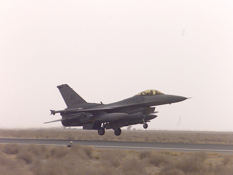 f-16 take offclose.jpg